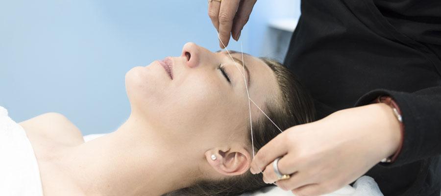 Épiler facilement et rapidement le duvet du visage